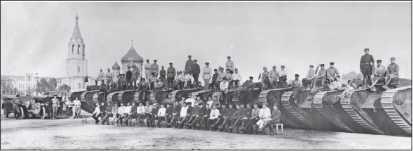 Тяжелая флотилия отдельной эскадры танков и личный состав эскадры.