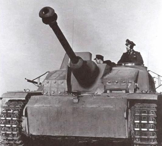 На фото: StuG 40 Ausf. G поздних выпусков с маской пушки Saukopfblende (свиное рыло).