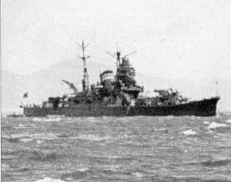 Крейсер «Тоне» в заливе Сукумо на учениях, июнь 1941г. На очень длинной носовой палубе установлены четыре башни главном калибра модель ЕЗ.