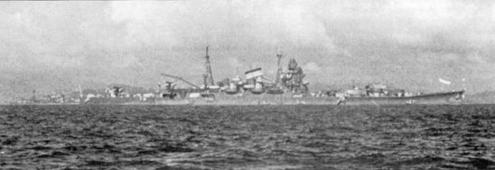 Крейсер «Тоне» на якорной стоянке, 1939г. На катапультах установлены гидросамолеты Каваниши Е7К2