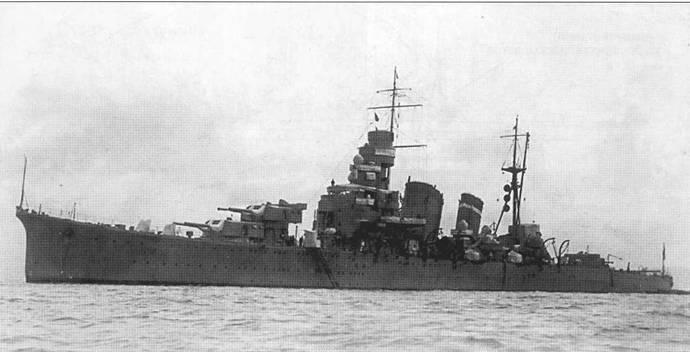 Крейсер «Кинугаса», снимок 1928г. По три башни главного калибра среди японских тяжелых крейсеров имели только корабли типа «Аоба» и «Фурутака».