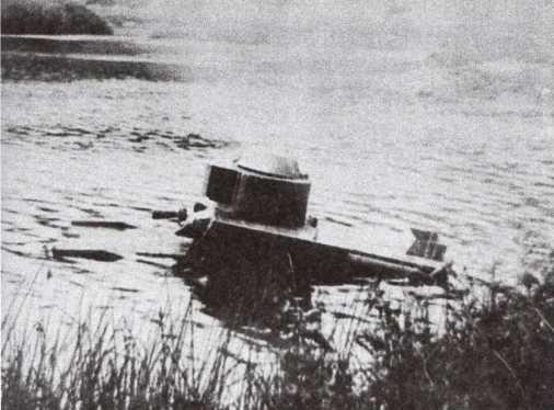Опытный образец танка Т-41 на плаву. НИБТ полигон, август 1932 года (АСКМ).