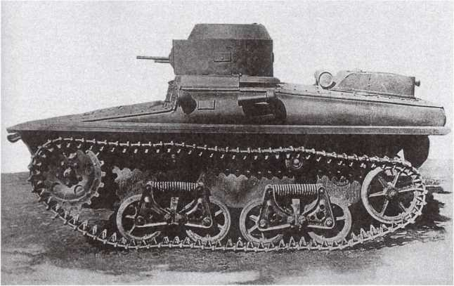Танк Т-37А первых выпусков, вид слева. 1934 год. Борта корпуса над надгусеничными полками имеют дополнительные выштамповки (АСКМ).