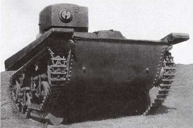 Танк Т-37А с бронекорпусом производства Подольского завода имени Орджоникидзе на испытаниях. Лето 1935 года. На этих фото хорошо видна работа тележки подвески при преодолении препятствия (АСКМ).