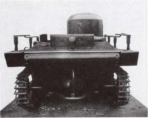 Радийный танк Т-37А выпуска 1935 года, вид спереди и сзади. Хорошо видно крепление поручневой антенны (АСКМ).