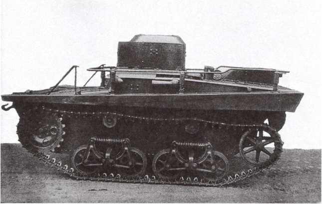 Радийный танк Т-37А выпуска 1935 года, вид слева. Хорошо видно крепление поручневой антенны (АСКМ).