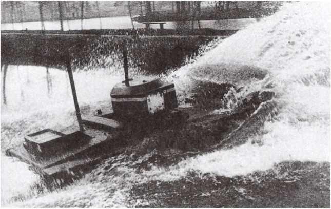 Прыжок на танке Т-37А с берега в воду. НИБТ полигон, 1935 год (АСКМ).