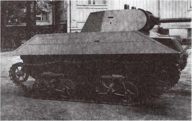 Макет танка Т-34, изготовленный финнами на базе Т-38. Лето 1944 года. Эти машины, использовавшиеся для тех же целей, что и Т-38-КВ, получили обозначение Т-38-34 (фото из коллекции Е. Muikku).