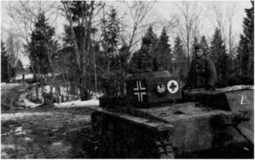 Трофейный танк Т-38 на немецкой службе — на машине видны обозначения 30-го санитарного батальона вермахта. 1942 год.
