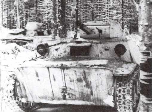 Танки Т-40 выдвигаются для выполнения боевой задачи. Западный фронт, январь 1942 года (РГАКФД).