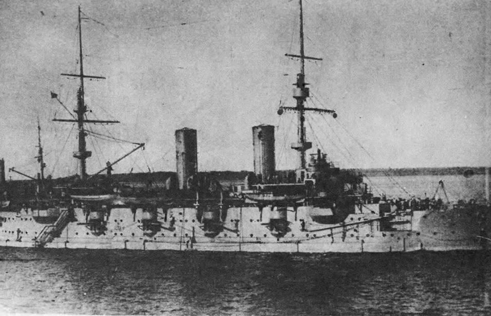 В составе учебно-артиллерийского отряда на Ревельском рейде.