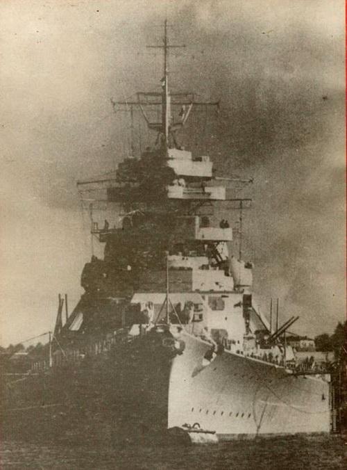 К началу второй мировой войны военно-морские силы Германии насчитывали 159 557 человек личного состава и имели 106 боевых кораблей общим водоизмещением свыше 350 тыс. тонн, в том числе 86 новейших кораблей водоизмещением 250 тыс. тонн, построенных в период с 1933 по 1939 гг. Спустя пять лет этот флот перестал существовать.