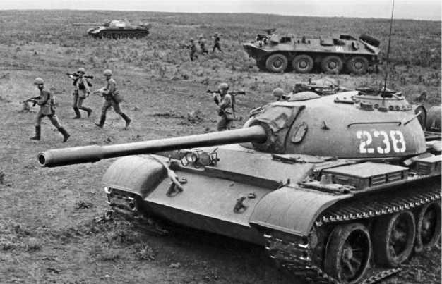Т-54А во время учений.