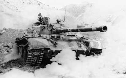 Танк Т-54Б Советской армии во время тактических учений Закавказского военного округа. 1980-е годы.
