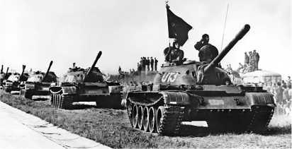 Танки Т-54А Чехословацкой народной армии в парадном строю. 1962 год.