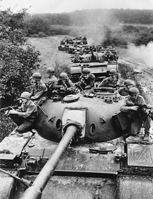 Танк Т-54А Венгерской народной армии.