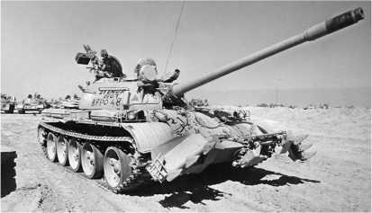 Иракский танк Туре 69–II, захваченный английскими войсками в ходе операции «Буря в пустыне». 1991 год.