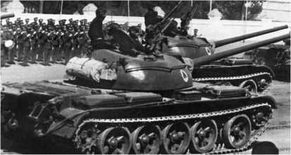 Танки Т-54 афганской армии во время парада. Конец 1970-х годов.
