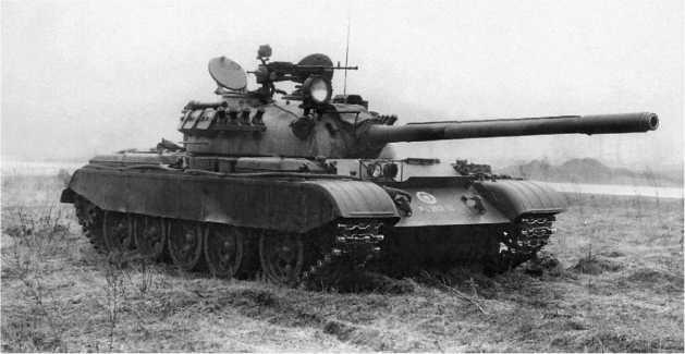Средний танк Т-55, модернизированный в Финляндии. 1989 год. На машине установлены СУО FCS-FV/K, дымовые гранатометы, резинотканевые экраны, теплоизоляционный чехол пушки, пулемет НСВТ и гранатомет Bofors Lyran для стрельбы осветительными гранатами.