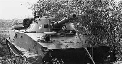 Плавающий танк ПТ-76Б на боевой позиции. Учения «Днепр», сентябрь 1967 года.