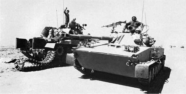 Танк ПТ-76Б из состава израильской 11-й резервной танковой бригады в окрестностях Суэца. Октябрь 1973 года.