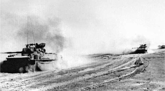 Израильские танки ПТ-76Б спешат к Суэцу. Октябрь 1973 года.