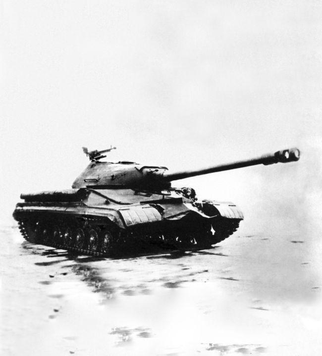 Тяжелый танк Т-10.