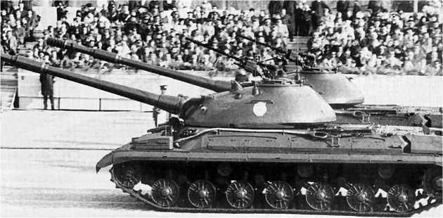 Тяжелые танки Т-10М из состава Группы Советских войск в Германии на параде в Берлине. 1960-е годы.