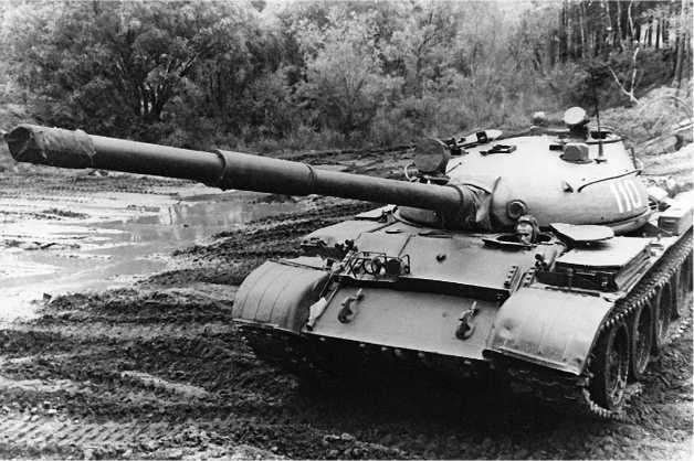Средний танк Т-62.
