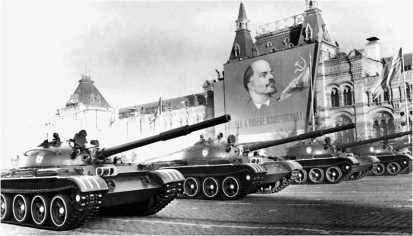 Танки Т-62 впервые приняли участие в параде на Красной площади 7 ноября 1967 года.