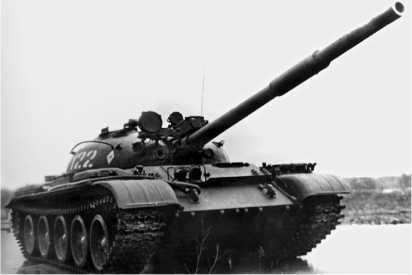 С 1975 года часть танков Т-62 была оснащена лазерным дальномером КДТ-1, устанавливавшимся над стволом пушки.