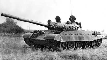 Средний танк Т-62МВ. На башне и корпусе хорошо видны бонки и кронштейны для крепления элементов комплекса динамической защиты.