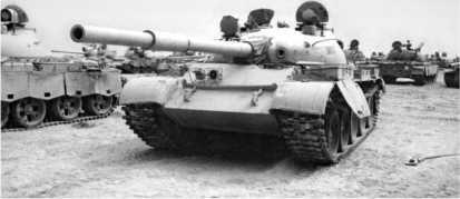 Иракский танк Т-62, захваченный английскими войсками в ходе операции «Буря в пустыне». 1991 год.