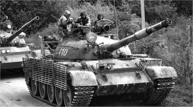 Российские танки Т-62 на дороге в Южной Осетии. Август 2008 года.