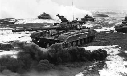 Учебный бой. В атаке — Т-64Б-1.