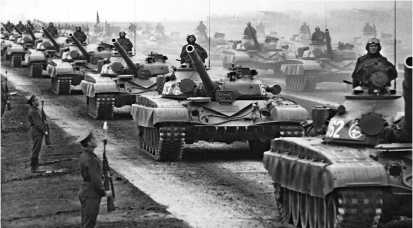 Танки Т-72А во время парада по завершении учений «Запад-81».