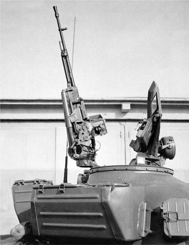 Зенитно-пулеметная установка на максимальном угле возвышения: +75°.