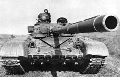 Танк Т-72 выпуска после 1975 года. На пушке — теплозащитный кожух.