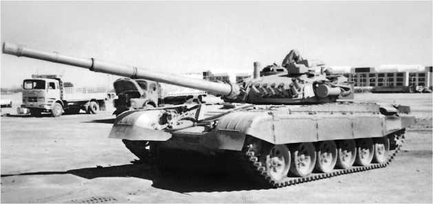 Основной танк М84 35-й кувейтской танковой бригады в освобожденном Эль-Кувейте. Февраль 1991 года.