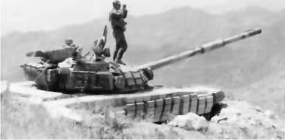 Танк Т-72Б 201-й мотострелковой дивизии на позиции у 12-й погранзаставы. Таджикистан, август 1994 года.