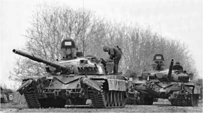 Российские танки Т-72А на шоссе Владикавказ — Грозный. 3 декабря 1994 года.