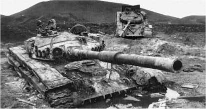 Российские танки Т-72А, подбитые у д. Ермоловка. Чечня, январь 1995 года.