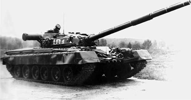 Основной танк Т-80.