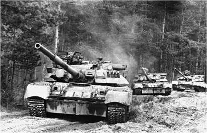 Танки Т-80УД во время учений Московского военного округа. 1989 год.