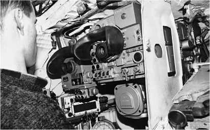 Рабочее место наводчика. Справа — лазерный прицел-дальномер 1Г42, слева — ночной прицел ТПНЗ-49.