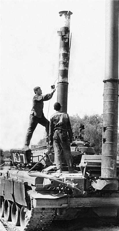 Установка оборудования ОПВТ на Т-80БВ. Северная группа войск, 1991 год.