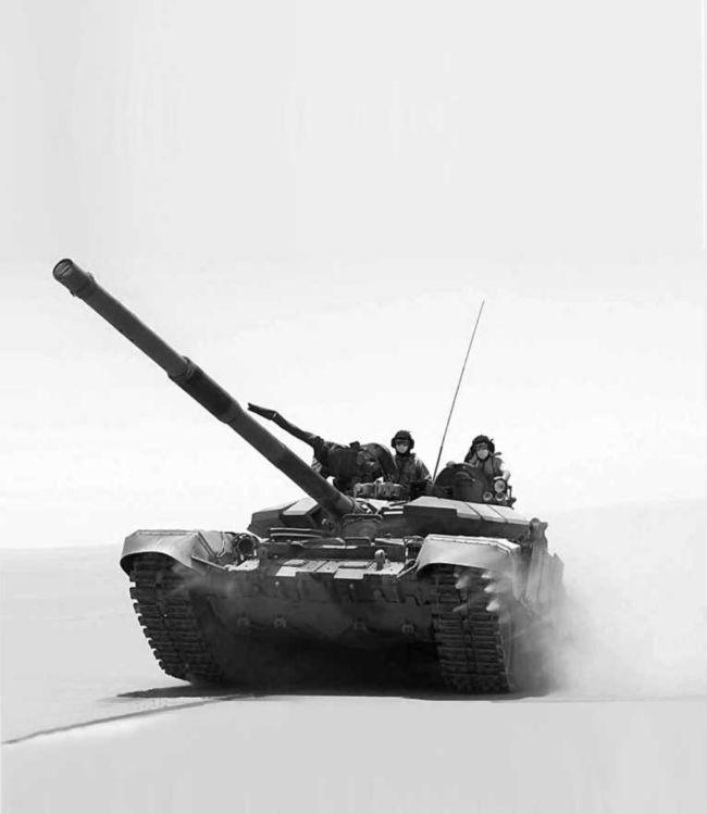 Танк Т-90CА во время испытаний в Саудовской Аравии, 2006 год.