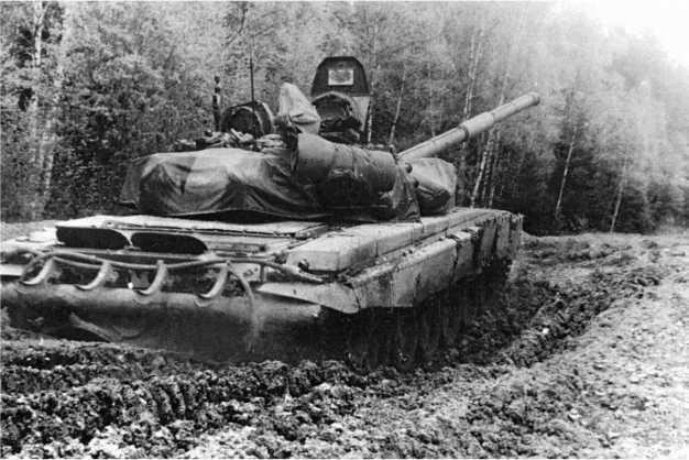 Опытный танк «объект 188» во время испытаний в районе г. Дорогобуж Смоленской области. 1989 год.