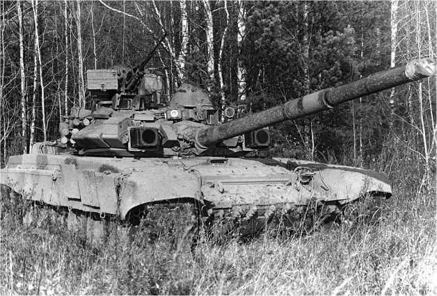 Опытно-показательные учения Московского военного округа. 29 июня 1993 года. Танк Т-90 на позиции.