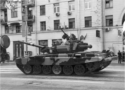 Танки T-90A из состава 5-й гвардейской Таманской мотострелковой бригады. Генеральная репетиция Парада Победы, Москва, 6 мая 2010 года.